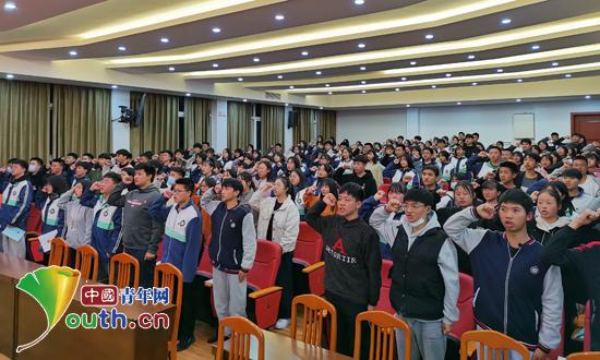 中南财经政法大学研支团在咸丰职校开讲团课
